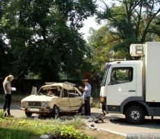 В Тирасполе столкнулись грузовик и легковушка