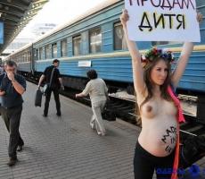 Femen продемонстрирует беременных активисток
