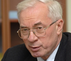 Премьер Азаров предсказал свою отставку