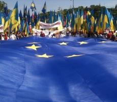 В Киеве на правительственных флагштоках появились стяги Евросоюза