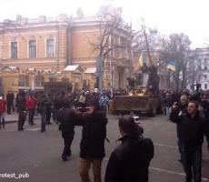 Сторонники Евроинтеграции захватили административные здания в Киеве