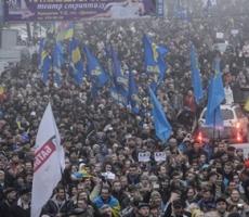 Митингующие заблокировали здание правительства в Киеве