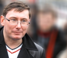 Юрий Луценко призвал силовиков и правоохранителей Украины к выходу на Майдан