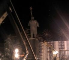 В Киеве снесли Ленина! Симоненко, Зюганов и Хоржан трусливо промолчали