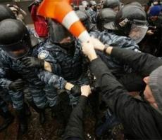На Евромайдане в Киеве начались первые столкновения гражданских сил
