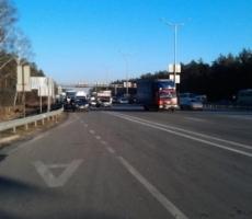 Беркут сдерживает оппозицию на подступах к Киеву