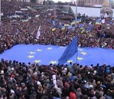 """На Майдане пополняют запасы булыжников и """"коктейлей Молотова"""""""