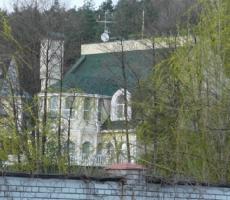 Правый Сектор сжег дворец главного коммуниста Украины
