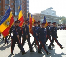Янукович вернется в Украину с донскими казаками