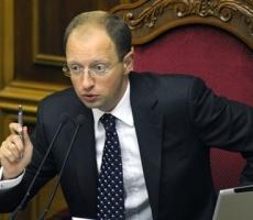 Яценюк в срочном порядке направил вице-премьера и главу Минобороны в Крым