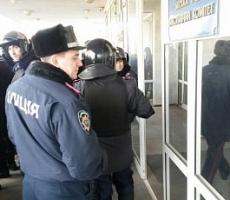 Схватка в Мариуполе: МВД и СБУ контролируют город