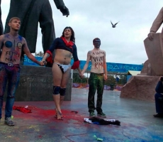 Мужской Femen атакует Путина в Москве