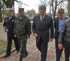 Президент Порошенко подбодрил бойцов АТО