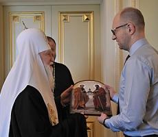 Арсений Яценюк рассказал Предстоятелю Украинской церкви о введении капелланской службы