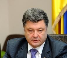 Порошенко: военное положение помешает выиграть войну на Донбассе