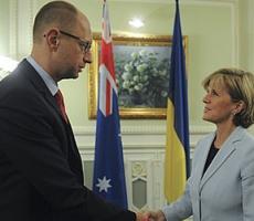 Арсений Яценюк и Джулия Бишоп обсудили вопросы работы международных экспертов на месте крушения Боинга-777