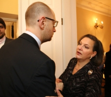 Арсений Яценюк встретился с помощником Государственного секретаря США Викторией Нуланд