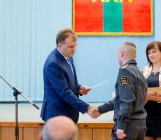 Евгений Шевчук вручил учащимся и студентам сертификаты на госстипендии