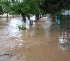 Внимание! В Болгарии водные потоки обрушились на ряд населенных пунктов