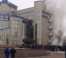 Ультраправая молодёжь подожгла Федерацию футбола Украины