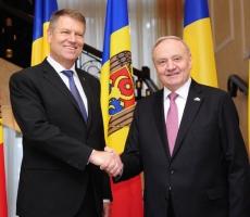 Глава Молдовы провел телефонный разговор с президентом Румынии