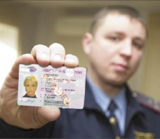 Крым перейдет на водительские удостоверения России
