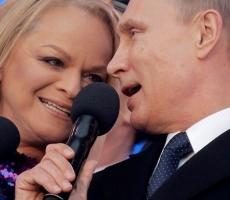 Путин спел гимн России в честь годовщины присоединения Крыма