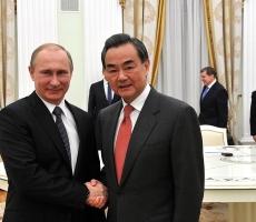 Президент России принял в Кремле главу МИДа Китая