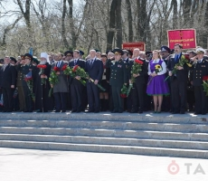"""Одесситы встретили Порошенко с лозунгами """"Фашизм не пройдёт"""""""