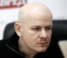 Скандально известный писатель Олесь Бузина убит у подъезда своего дома
