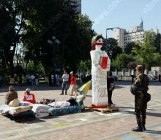 Киевляне угрожают депутатам Верховной Рады голодовкой