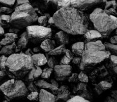 В Кишиневе на парковке в прицепе грузовика загорелись 17-тонн угля