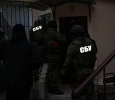 В Николаеве людей поставили на колени и держали под автоматами. Видео.