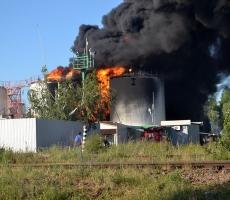 Пожар на киевской нефтебазе не прекращается (ФОТО)