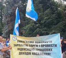 Киевляне штурмуют здание Верховной Рады