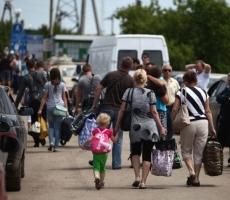 Около миллиона украинцев просят убежище за рубежом