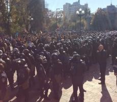 Украинские депутаты пользуются тяжёлым положением людей