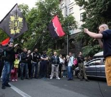 """Бойцы """"Правого сектора"""" вышли на митинг в Киеве"""