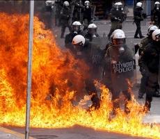 """Минувшей ночью Афины """"пылали от ярости"""" протестующих"""