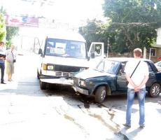 В Тирасполе произошла авария маршрутки и легкового автомобиля