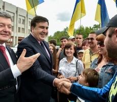 Президент Украины в вопросах борьбы с коррупцией вынужден все время маневрировать