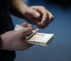 Бюджетные работники двух районов Молдовы могут остаться без зарплаты