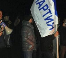 Представители партии Ренато Усатого окружили резиденцию президента Молдовы