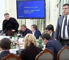 Арсен Аваков подал в суд на Михаила Саакашвили