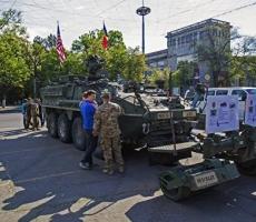 Военная техника НАТО покидает центр Кишинева