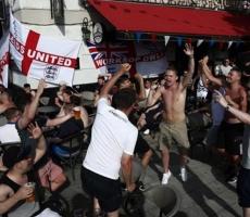 В Марселе дерутся английские и российские фанаты