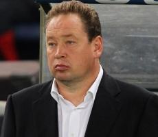 Сборную России по футболу покинул главный тренер