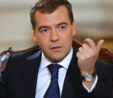 Медведев призвал россиян не верить предвыборным обещаниям