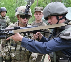Канадские инструктора бегут из Украины
