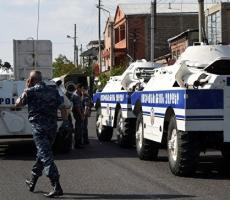 В захваченном здании ереванской полиции осталось два заложника